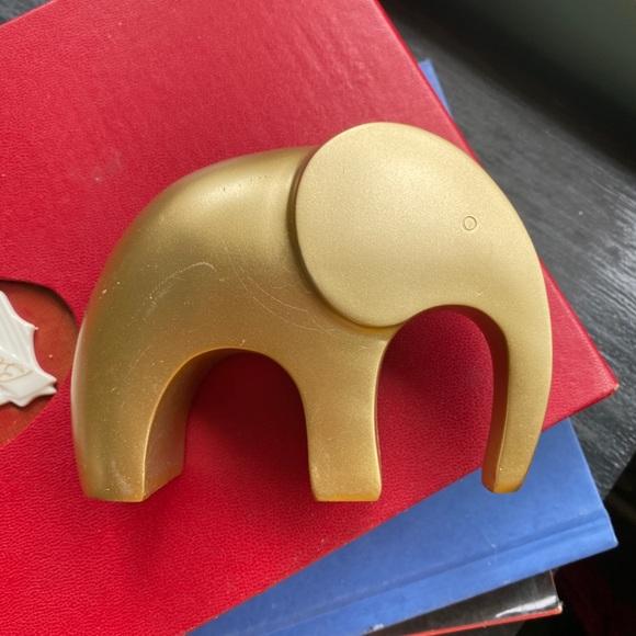 modern style golden wooden elephant figurine